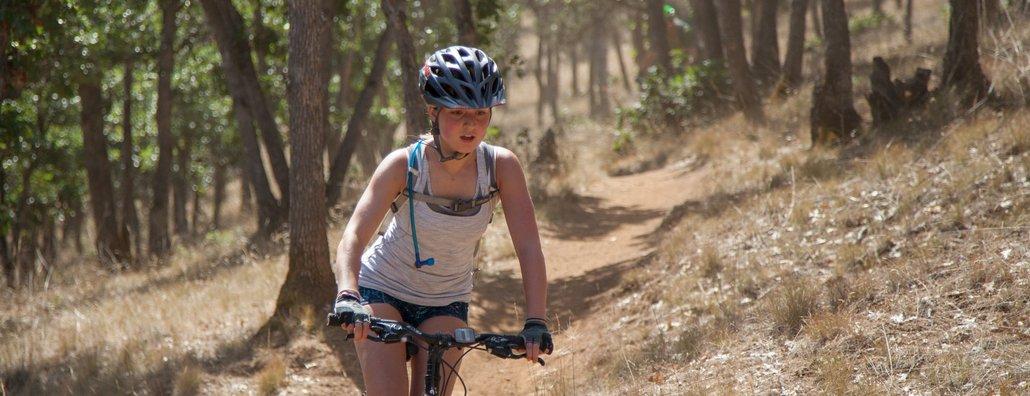 MB17 - biker girl