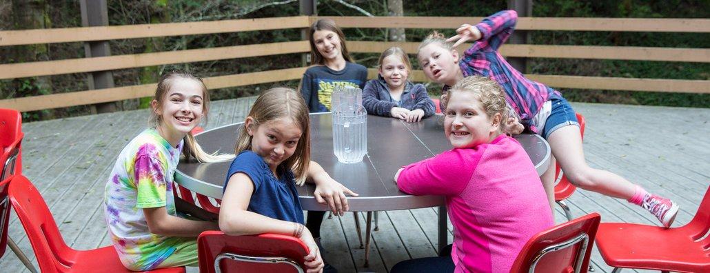 JGA18 - Girl Table